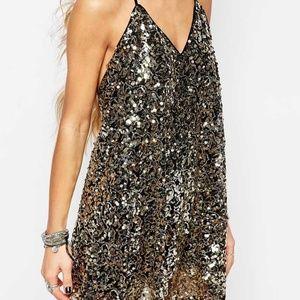 HONEY PUNCH BLACK+GOLD SEQUIN SHIFT DRESS LOW BACK